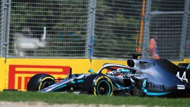 Photo of Hamilton edges the Ferraris, Albon causes red flag – FP1 Report