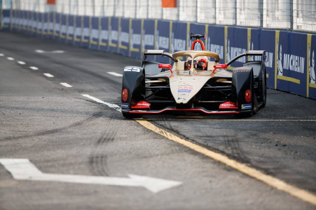 Vergne fends off Rowland to claim first victory of 2018/19 Formula E season