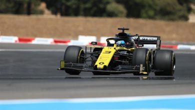 Photo of Ricciardo handed two penalties for final lap battle