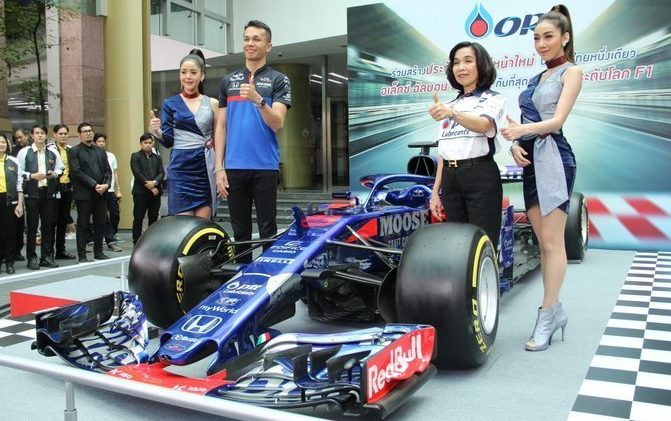 Toro Rosso Thai sponsors Alex Albon F1