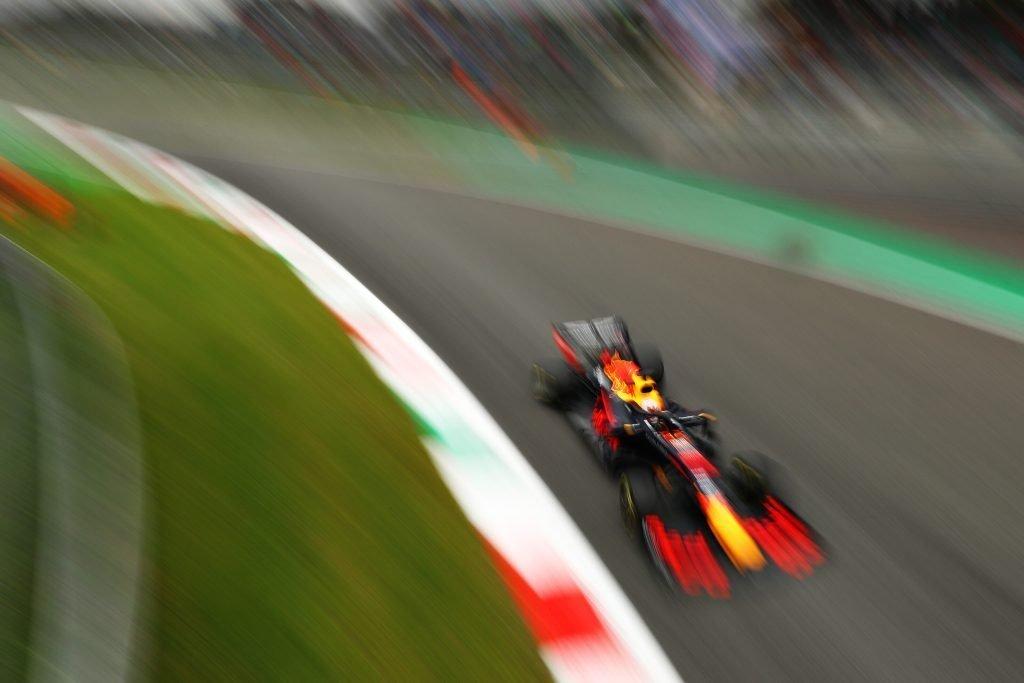 FP3 F1 Formula 1 F3 Formula 3 Peroni crash sausage kerb practice FP3