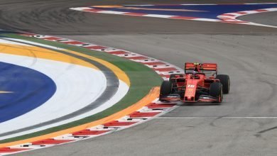 Photo of Charles Leclerc snatches pole with last gasp flyer in qualifying