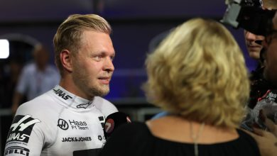 Photo of Magnussen frustrated by plastic bag disruption