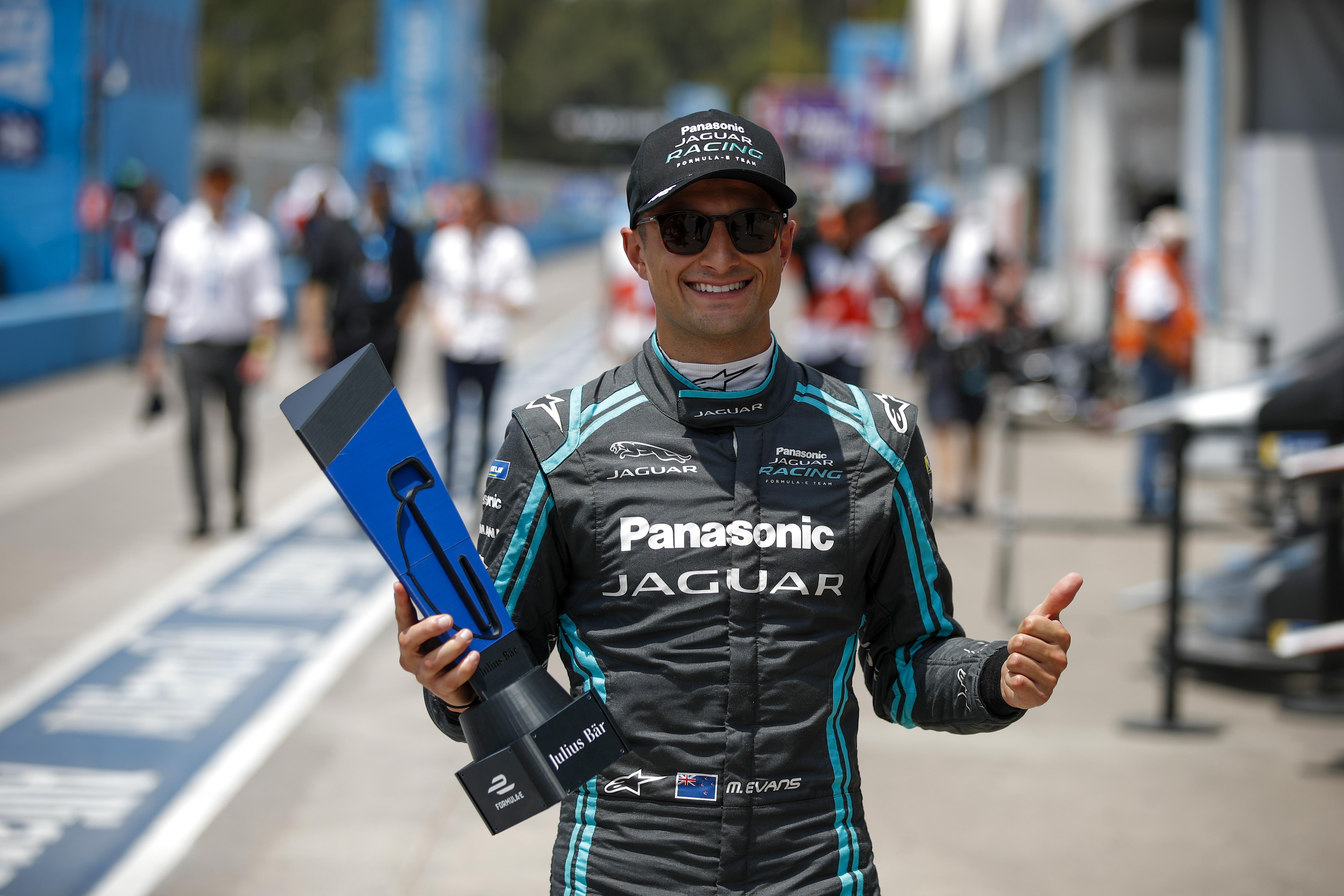 Evans takes pole in Santiago