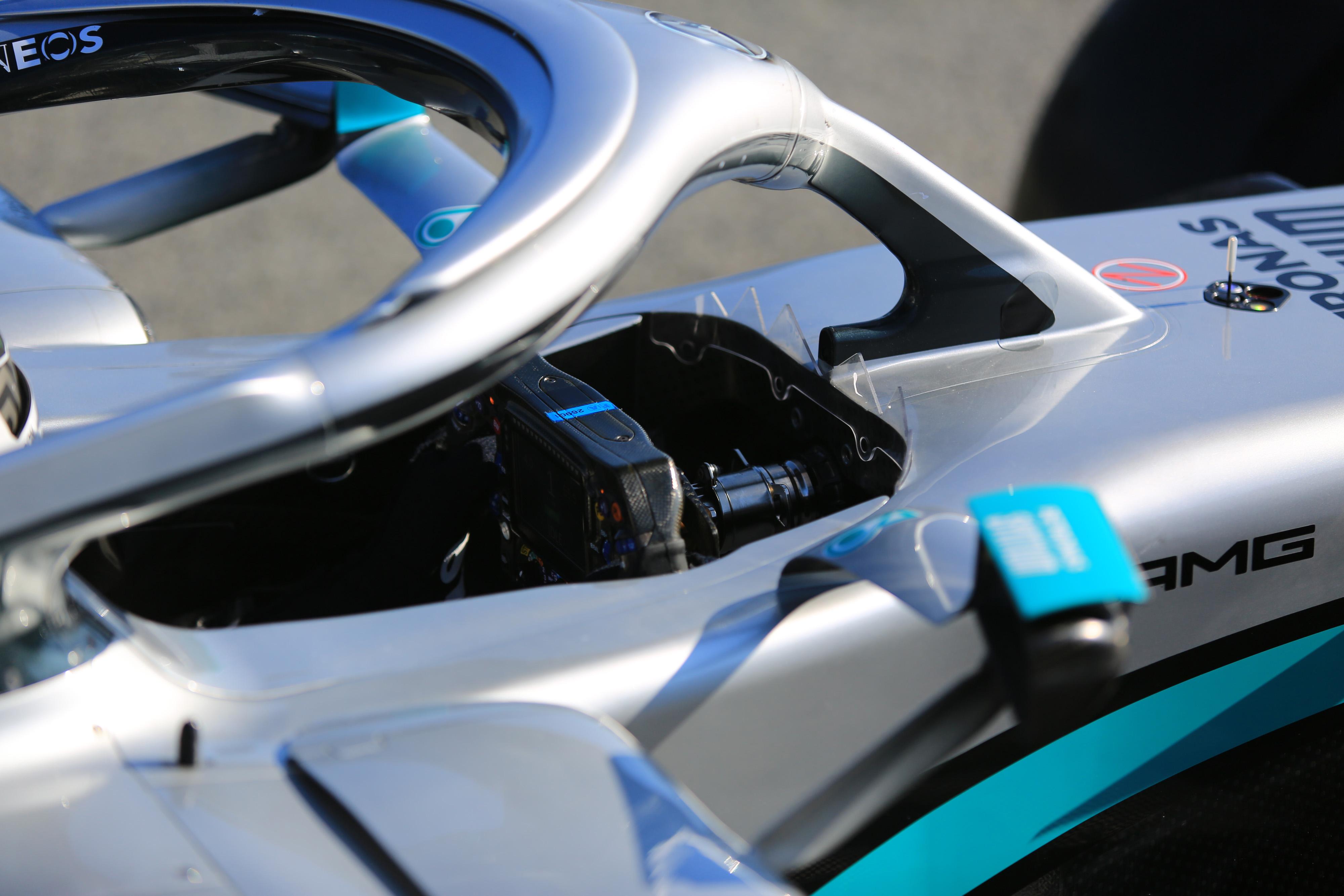 F1 Formula 1 Mercedes steering wheels DAS