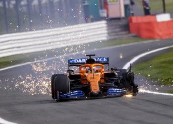 F1 Formula 1 McLaren Carlos Sainz puncture British Grand Orix