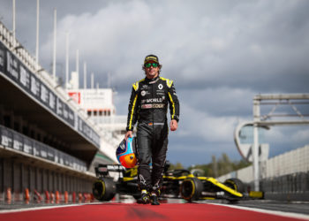 F1 Formula 1 Renault Fernando Alonso filming day Barcelona