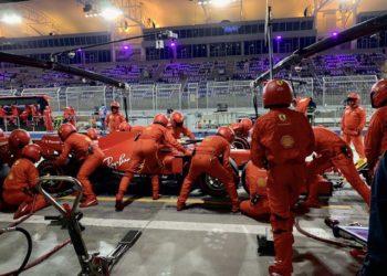 Vettel blames equipment, not mechanics, for pit errors