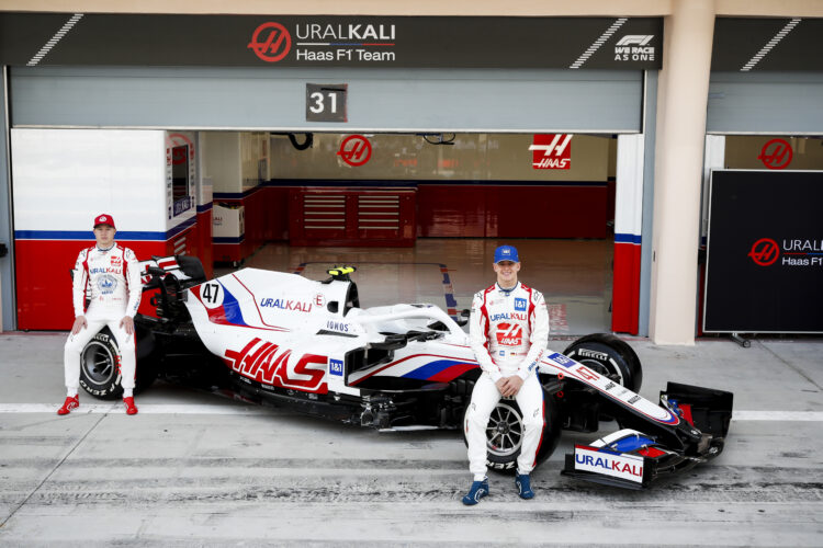 In Pictures: Haas show off their VF-21 in Bahrain