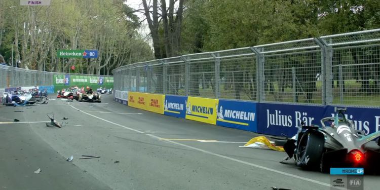 Multi-car crash ends FP1 in Rome