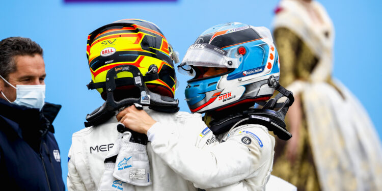 De Vries wins in the most bizarre end to an E-Prix