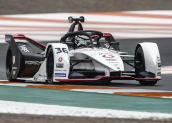 Lotterer fastest as Porsche top FP3