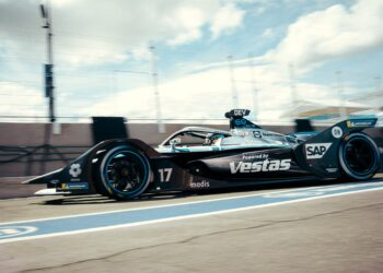De Vries fastest in race two's only practice session