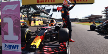 """Verstappen """"very worried"""" by flaming brakes on the grid"""