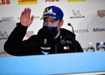 Vandoorne takes pole for the second London race