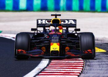 Verstappen heads Mercedes in FP1 at the Hungaroring
