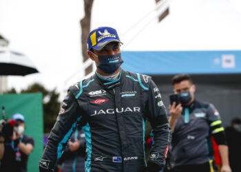 Evans signs new deal to stay with Jaguar