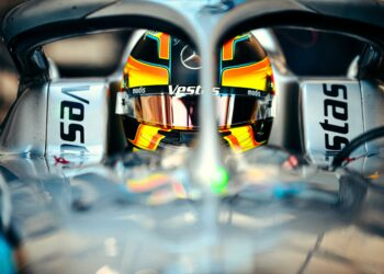 Vandoorne on pole with Evans the best of the title contenders